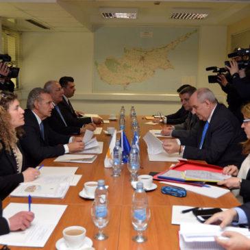 Στη Λευκωσία, η πρώτη συνάντηση για το Μνημόνιο Συνεργασίας Ελλάδας και Κύπρου για θέματα αποδήμων